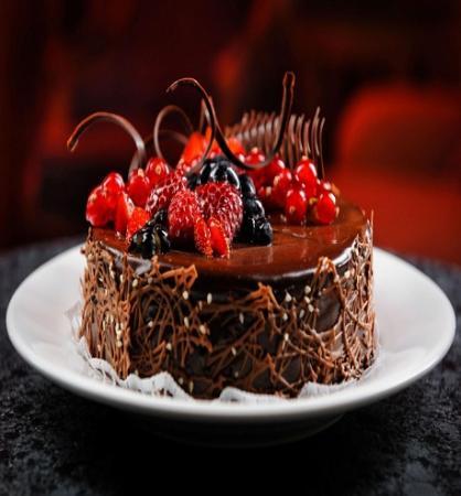 chocolate-stroberi-cake-4k-hd-wallpaper